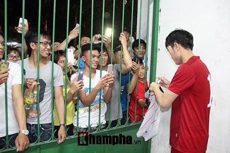 Fan khoc ngat vi khong co chu ky Cong Phuong, Van Toan - Anh 6