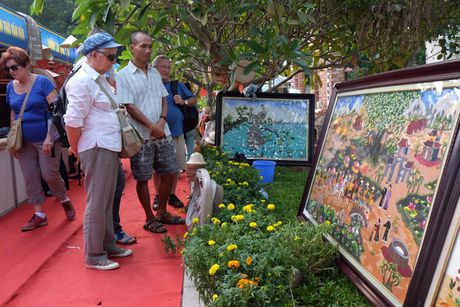 Khach du lich quoc te den Ha Noi 10 thang bang ca nam 2015 - Anh 1