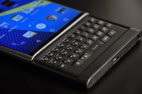 BlackBerry se som ra mat smartphone voi ban phim QWERTY - Anh 1