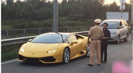 Anh Cuong Dola cung sieu xe bi CSGT 'hoi tham' gay xon xao - Anh 1