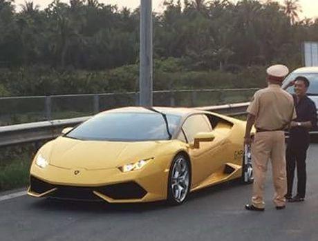 Anh Cuong Dola cung sieu xe bi CSGT 'hoi tham' gay xon xao - Anh 2