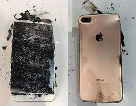iPhone 7 Plus phat no sau khi roi xuong dat - Anh 1