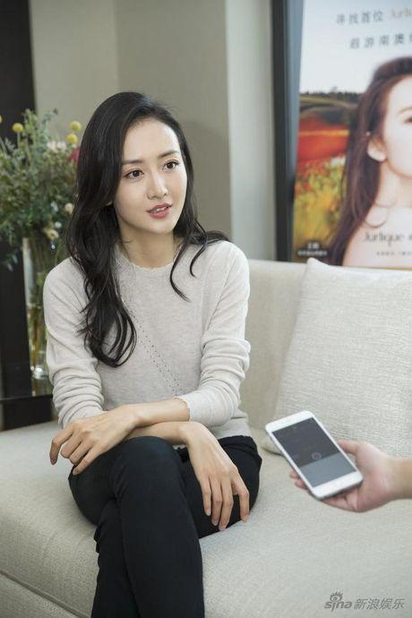 Vuong Au bi to la ke thu 3 giua Luu Khai Uy - Duong Mich - Anh 1
