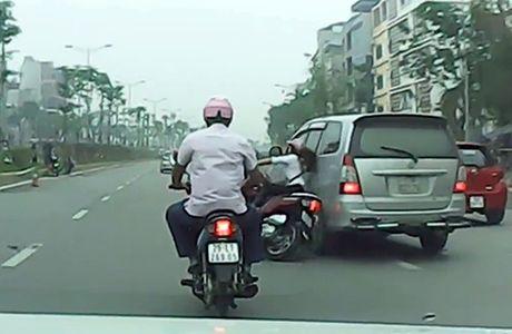 """Tai xe Innova gay tai nan bo chay: """"Toi co dung lai, nhung phai ra san bay gap"""" - Anh 1"""