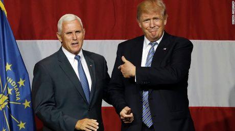 Donald Trump giao 'pho tuong' Mike Pence phu trach chuyen giao quyen luc - Anh 1