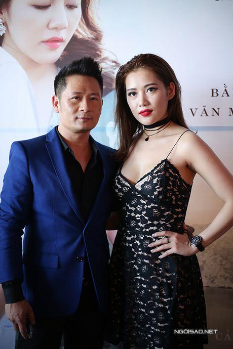 Ban gai Tien Dat mac sexy den chuc mung Bang Kieu - Anh 3