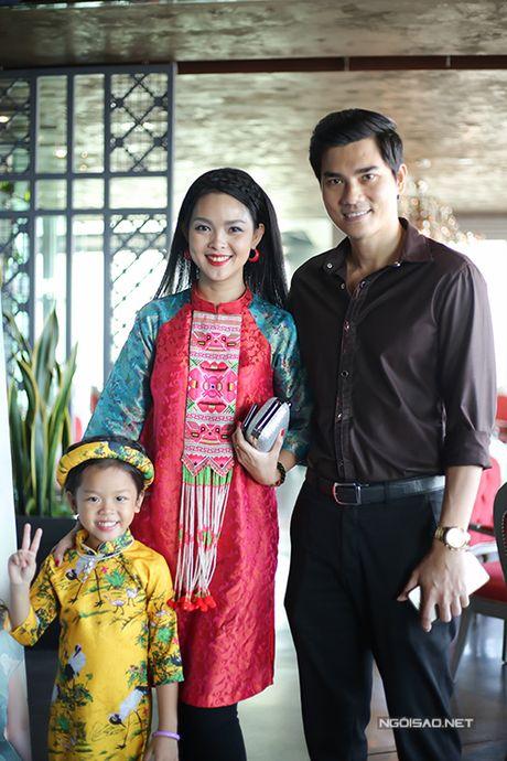 Ban gai Tien Dat mac sexy den chuc mung Bang Kieu - Anh 8