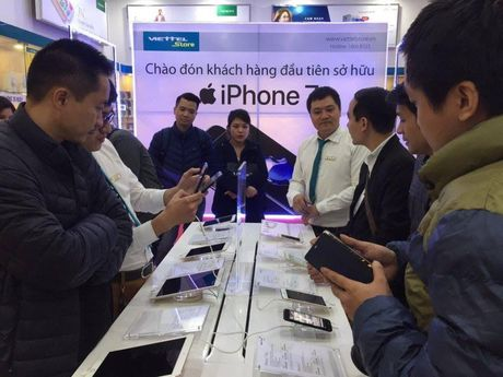 Viettel Store giao 4.000 iPhone trong ngay mo ban - Anh 1