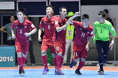HLV Hoang Anh Tuan cua U.19 Viet Nam duoc de cu giai Fair Play 2016 - Anh 2
