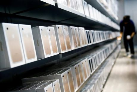 Apple cung phai 'khoc' truoc nguoi dung iPhone Trung Quoc - Anh 1