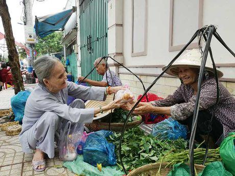 Nguoi cao tuoi den voi bep an tinh thuong - Anh 2