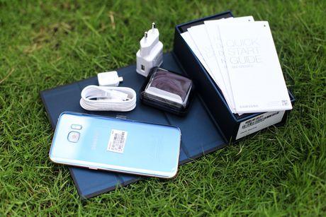 Dap hop Samsung Galaxy S7 edge xanh san ho gia 18,5 trieu - Anh 2
