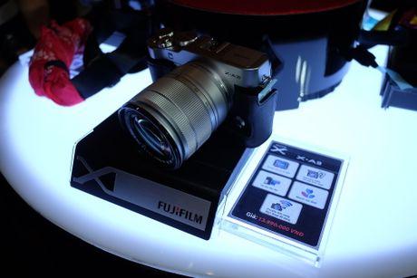 Anh Fujifilm X-A3 co man hinh lat chup selfie gia 13,9 trieu - Anh 1