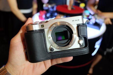 Anh Fujifilm X-A3 co man hinh lat chup selfie gia 13,9 trieu - Anh 2