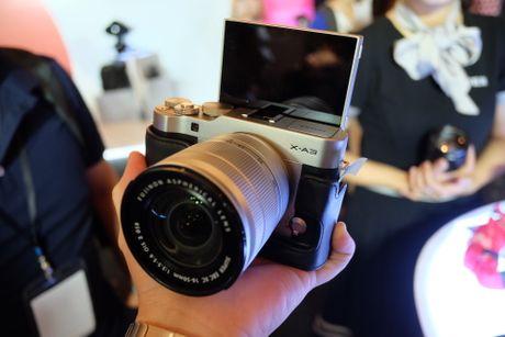 Anh Fujifilm X-A3 co man hinh lat chup selfie gia 13,9 trieu - Anh 3