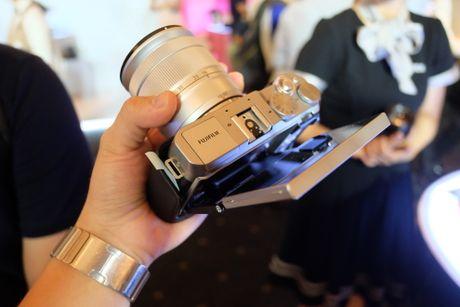 Anh Fujifilm X-A3 co man hinh lat chup selfie gia 13,9 trieu - Anh 4
