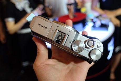 Anh Fujifilm X-A3 co man hinh lat chup selfie gia 13,9 trieu - Anh 6