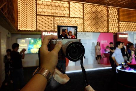 Anh Fujifilm X-A3 co man hinh lat chup selfie gia 13,9 trieu - Anh 7