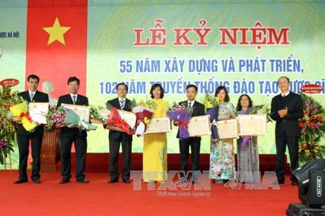 Truong Dai hoc Duoc Ha Noi to chuc le ky niem 55 ngay thanh lap - Anh 1