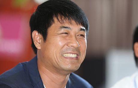 HLV Huu Thang lo ac mong chan thuong khi da giao huu CLB Nhat Ban - Anh 1