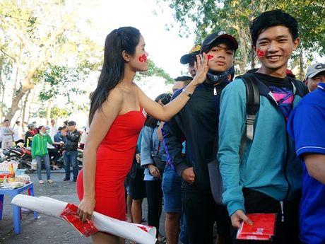 Tuyen Viet Nam gay 'sot', san Can Tho nem chat CDV - Anh 7