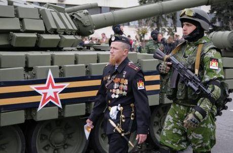 Bat khan 6 doi tuong Ukraine am am sat thu linh Motorola - Anh 1