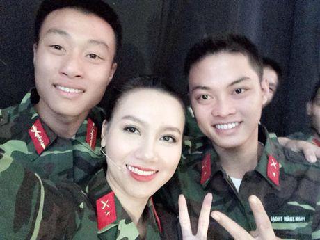 Nhan sac xinh dep 3 nu MC dinh dam cua 'Chung toi la chien si' - Anh 9