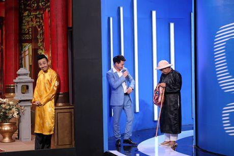 Tran Thanh phai 'khum num' truoc nguoi dan ong nay! - Anh 1