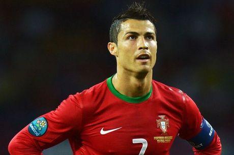 Ronaldo sap thiet lap cot moc moi - Anh 1