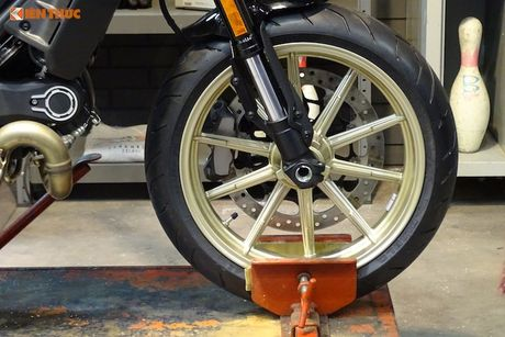Ducati Scrambler Cafe Racer 'chot gia' 260 trieu tai Anh - Anh 3