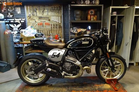 Ducati Scrambler Cafe Racer 'chot gia' 260 trieu tai Anh - Anh 6