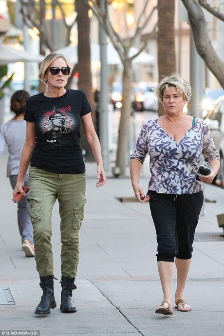 Sharon Stone khong giau duoc ve gia nua - Anh 5