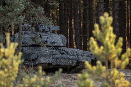 'Dap chan' cho tang Challenger 2, nguoi Anh khiep via T-14 Armata? - Anh 2
