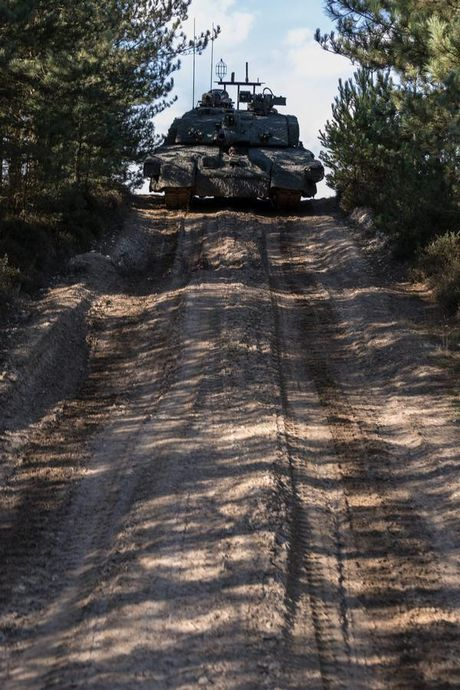 'Dap chan' cho tang Challenger 2, nguoi Anh khiep via T-14 Armata? - Anh 4