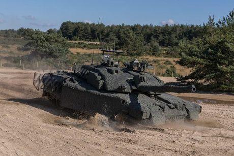 'Dap chan' cho tang Challenger 2, nguoi Anh khiep via T-14 Armata? - Anh 8