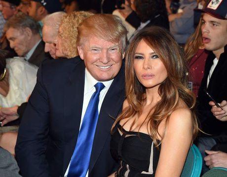 Nhin lai thoi trang cua ba Melania Trump trong chien dich tranh cu - Anh 1