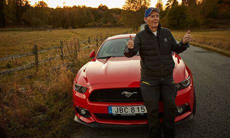 Cu gia gan 100 tuoi van 'cam cuong' Ford Mustang - Anh 1