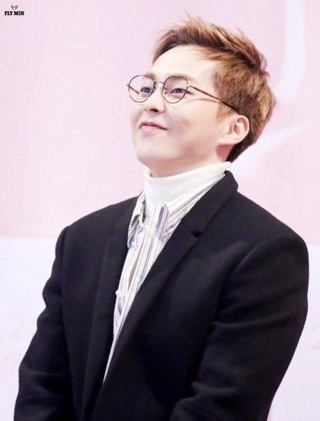 EXO, BTS khien fan nu phat cuong chi nho deo kinh - Anh 10