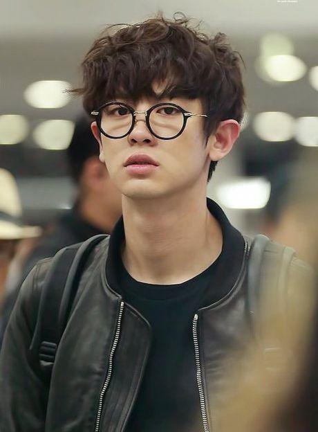 EXO, BTS khien fan nu phat cuong chi nho deo kinh - Anh 8