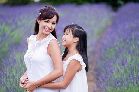 Gia dinh Minh Khang, Thuy Hanh hanh phuc ben canh dong hoa oai huong - Anh 14