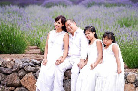 Gia dinh Minh Khang, Thuy Hanh hanh phuc ben canh dong hoa oai huong - Anh 2