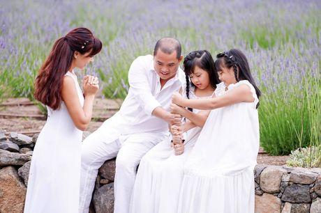 Gia dinh Minh Khang, Thuy Hanh hanh phuc ben canh dong hoa oai huong - Anh 7