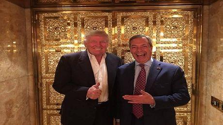 Donald Trump gap thu linh phong trao Brexit tai nha rieng - Anh 1