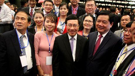 Hinh anh Thu tuong Nguyen Xuan Phuc gap go dai bieu kieu bao - Anh 10