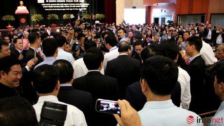 Hinh anh Thu tuong Nguyen Xuan Phuc gap go dai bieu kieu bao - Anh 2