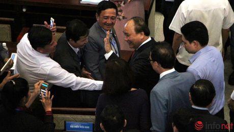 Hinh anh Thu tuong Nguyen Xuan Phuc gap go dai bieu kieu bao - Anh 5