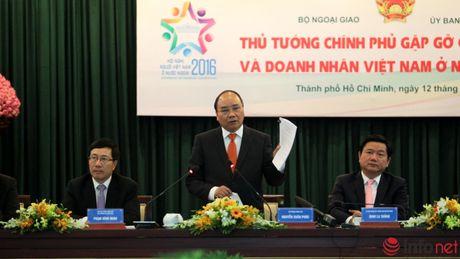 Hinh anh Thu tuong Nguyen Xuan Phuc gap go dai bieu kieu bao - Anh 8