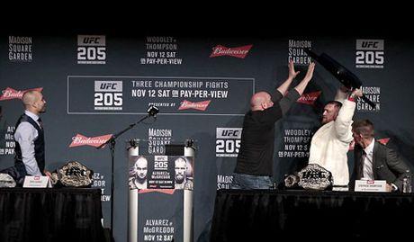 "Chi tiet UFC, McGregor - Alvarez:""Ga dien"" len ngoi thuyet phuc (KT) - Anh 11"