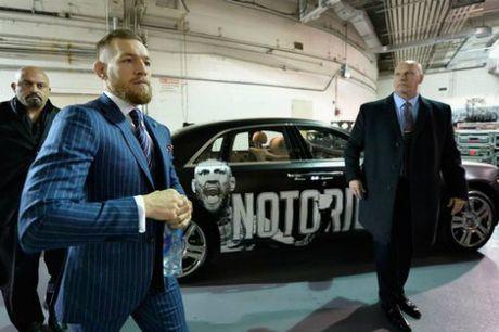 "Chi tiet UFC, McGregor - Alvarez:""Ga dien"" len ngoi thuyet phuc (KT) - Anh 4"