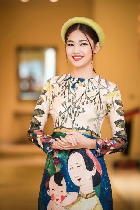 Can canh ve dep co dien cua A hau Thanh Tu khi dien ao dai cach tan - Anh 1